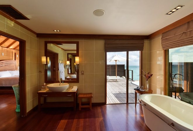 Deluxe Water Villa bathroom